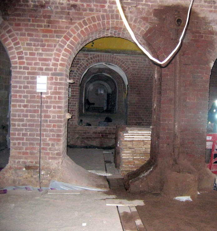[Image of Transverse arches in sides of main vaults ]