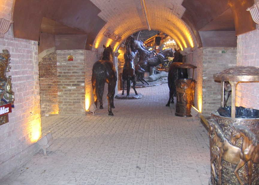[Image of Eastern Horse Tunnel north exit in Horse Tunnel Market]